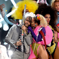 """Miley Cyrus Tour Dates With Flaming Lips And """"Dead Petz"""" Vinyl Pressing Announced"""