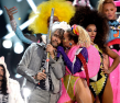 Miley-Cyrus-and-Wayne-Coyne-VMAs